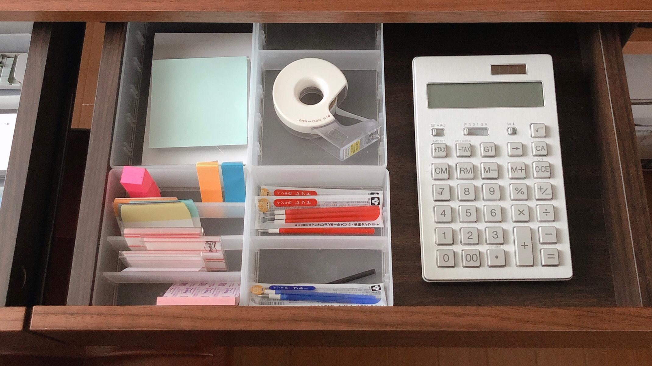 仕事デスクの引き出し収納◆取り出しやすさのためには、あえて使わないこと